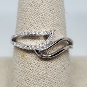 Jewelry - Sterling Silver Unique Wavy Ring